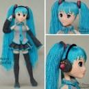Вязаная кукла Мику Хацуне