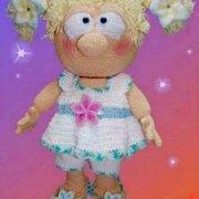 Вязаная куколка Милый цветочек