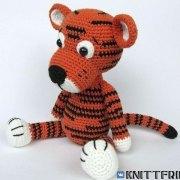 Вязаный крючком маленький тигрёнок Том