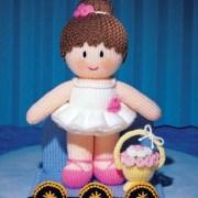 Вязаная спицами кукла Балерина