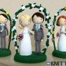 """Вязаный свадебный сувенир """"Молодожены"""""""