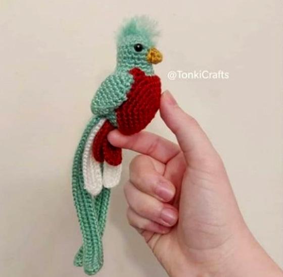Вязаный попугайчик. Крючком