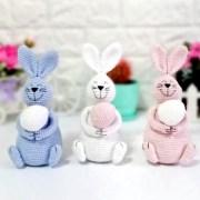 Вязаный пасхальный кролик с яйцом