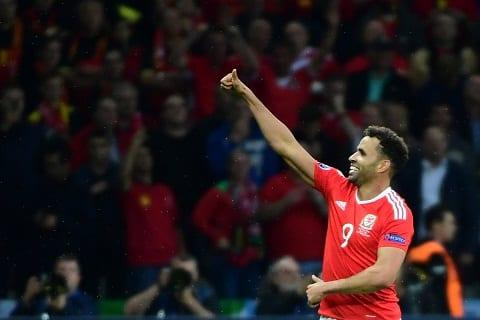 Atletico Madrid va Sevilla tranh nguoi hung xu Wales hinh anh