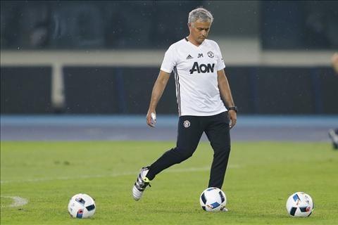 HLV Mourinho nhan xet ve cac tan binh cua Man United  hinh anh