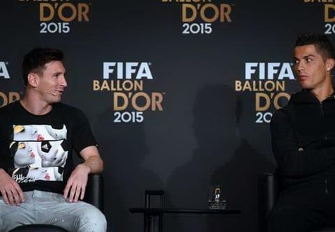 Jordi Alba Messi o dang cap khac so voi Cris Ronaldo hinh anh