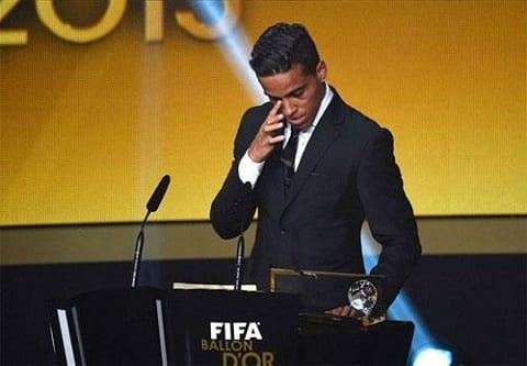 Nguoi tung danh bai Messi giai nghe o tuoi 27 de chuyen sang bong da dien tu hinh anh