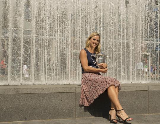 Kerber khoe danh hiệu US Open của mình