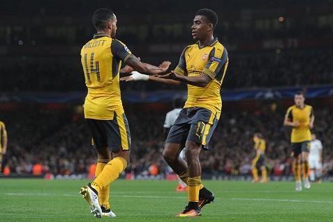 Du am Arsenal 2-0 Basel Goi ten bo tu huyen ao hinh anh 2