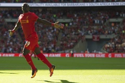 Tan binh Liverpool xuat sac nhat Premier League thang Chin hinh anh