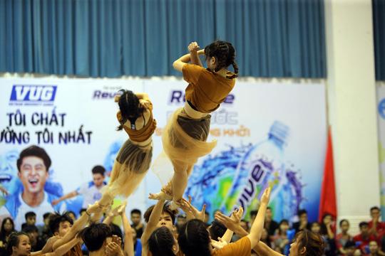 ĐH Tôn Đức Thắng vô địch Dance Battle, Bách Khoa đăng quang futsal - Ảnh 11.