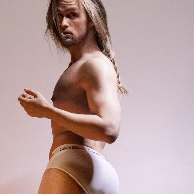 longhaired male escort, long hair gay model, @tylerthebadwolf