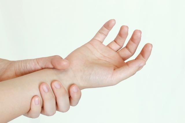 肘部管症候群を自力で軽減した経験談!