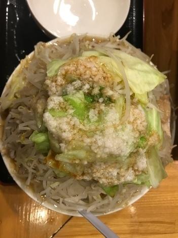 坂戸二郎系ラーメン麺たなか大盛りラーメンヤサイマシ真上アングル