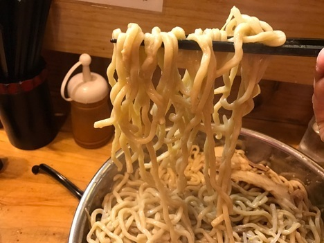 北九州二郎系ラーメン小倉だるま麺リフト