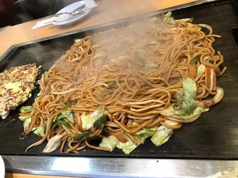 18切符大食い旅鶴橋風月本店大盛り焼きそばとお好み焼き