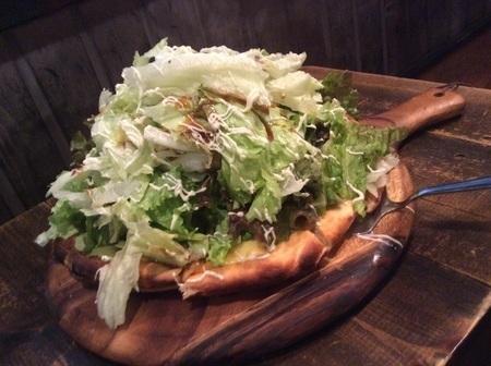 桐生マカロニデカ盛りピザ