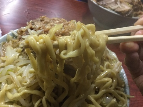 ラーメン富士丸神谷本店ブタメン大盛り麺リフト