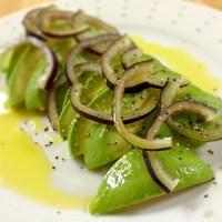 オリーブオイル「フシコス」を使った、アボカドとアナスタシアのシンプルサラダ