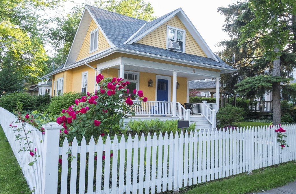 curb appeal landscaping white picket fence