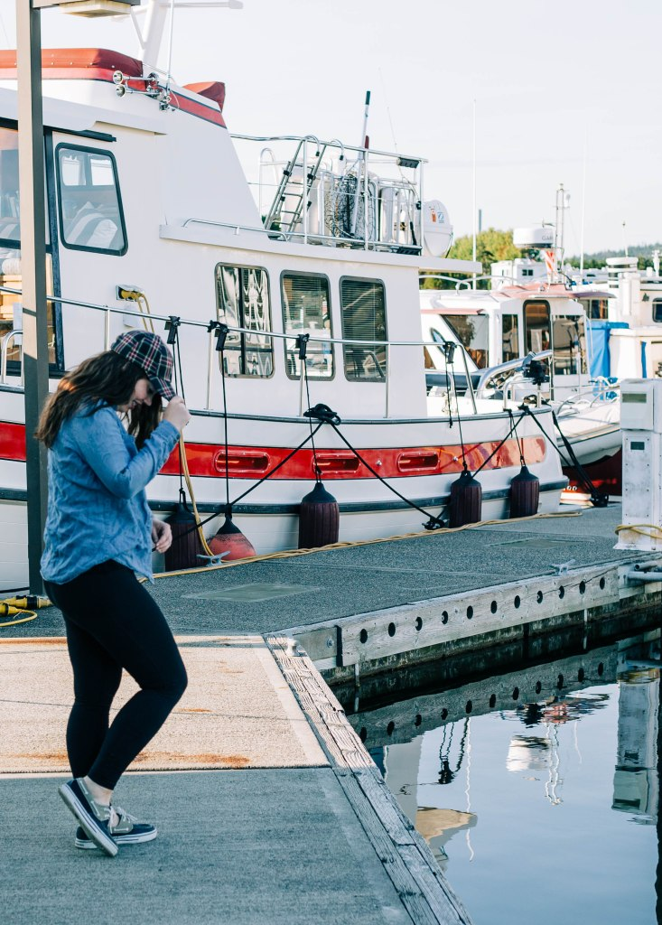fishing outfit, women offshore fishing, fall outfit, fall outfits, chambray shirt, plaid hat, leggings outfit