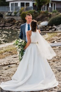 Pacific Northwest wedding portrait ideas, beach wedding pictures, bride and groom, classic wedding dress, a line wedding dress with fingertip veil