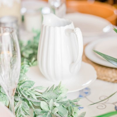 white pottery white flowers spring table decorations