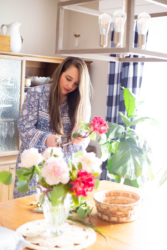 flower arranging at home