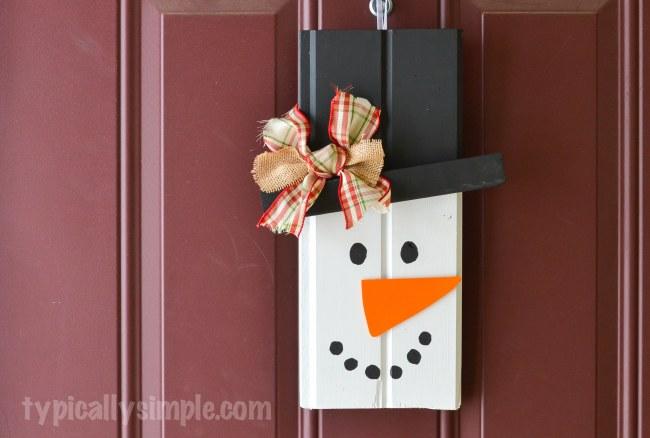 Scrap Wood Door Decor – Snowman