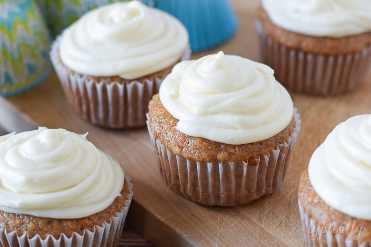 With a delicious cream cheese frosting and just the right amount of cinnamon, these carrot cake cupcakes are a perfect dessert for spring!