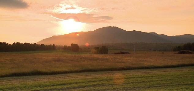 Vue sur le mont Orford, soleil couchant