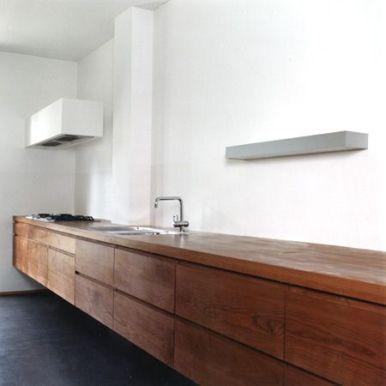 zwevend dressoir, geheel in hout uitgevoerd