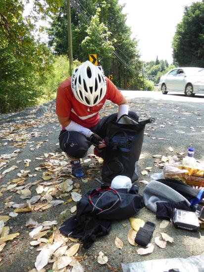 090. Fixing pannier on the way to Nanaimo