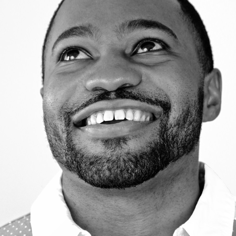 infectious smile from celebrity Tyrone Smith shot wearing fashion Banana Republic (black and white)infectious smile from celebrities Tyrone Smith shot wearing fashion Banana Republic (black and white) celeb nfl transformers fashion