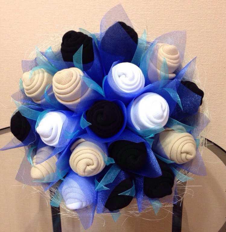 Мужские букеты на 23 февраля из носков, цветы