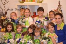 copii frumosi si flori