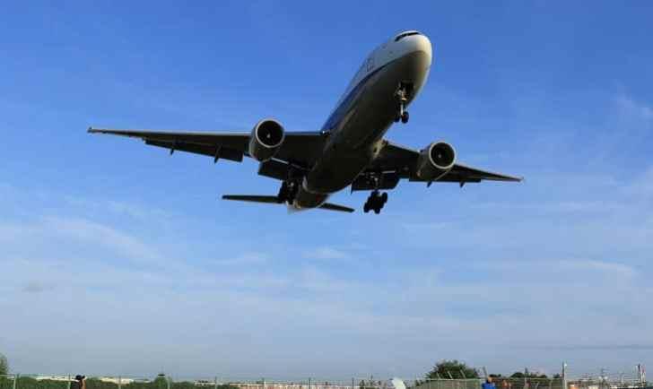 伊丹空港の32Lエンド(千里川堤防)