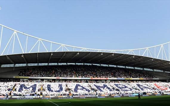 Muamba, Reebok Stadium, Bolton fans