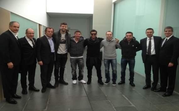 Lionel Messi Gerard Pique Dani Alves Andres Iniesta Xavi Sandro Rosell