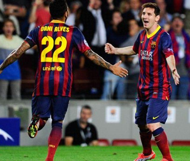 Berita Bola Terbaru Hat Trick Lionel Messi Bawa Barcelona