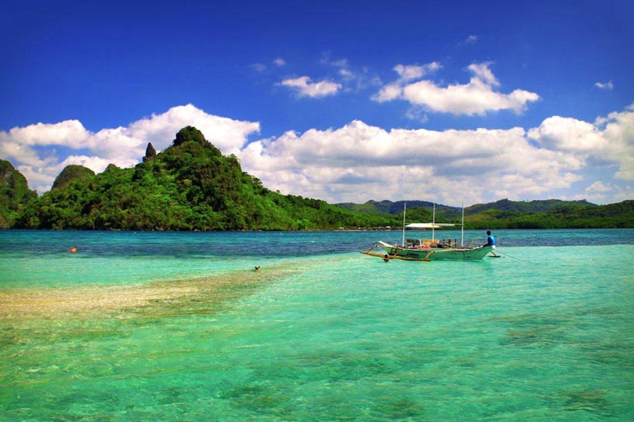 Snake Island, El Nido, Palawan, Philippines 2013 © Sabrina Iovino | JustOneWayTicket.com