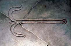 Símbolo del ancla: hace referencia a la cruz de Cristo y en las primeras lápidas sepulcrales es un símbolo de seguridad y esperanza.