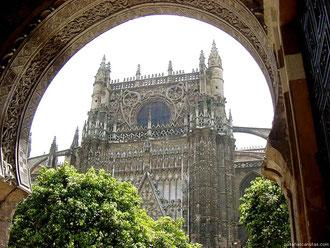 Catedral de Sevilla desde Patio de los Naranjos.