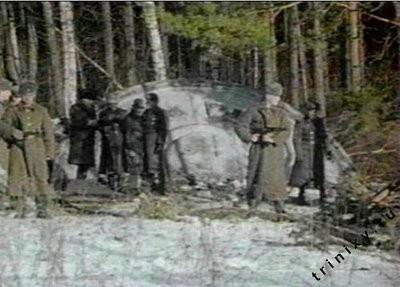Fuerzas militares rusas acercándose a los restos del ovni estrellado en Sverdlovsky.