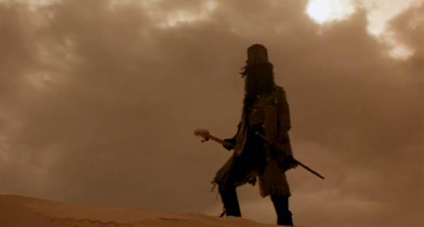 Сама Смерть идет по пустным дорогам, ведущих отчаянных рокенролльщиков к Вегасу. Да будет Хэви Метал!