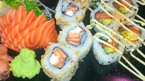 sushi line restaurant 34 avenue du