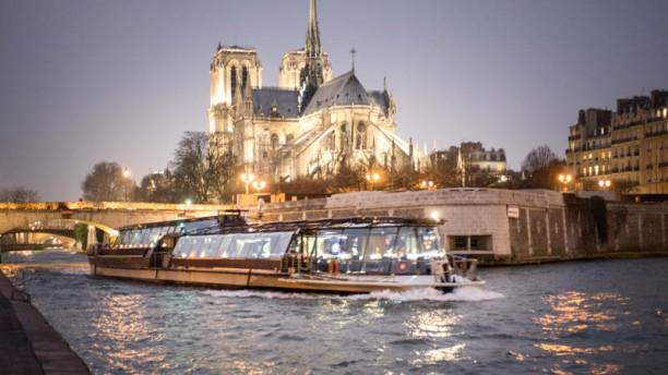 Restaurant Bateaux Parisiens Paris 75007 Tour Eiffel