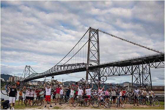Diversos grupos de ciclistas estiveram presentes no lançamento do edital do Floribike. Foto: Fabricio Sousa.