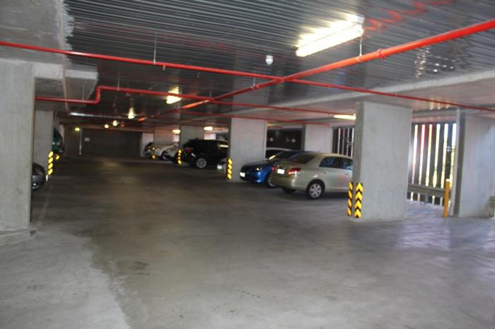 А вот и сама парковка. Все места пронумерованы