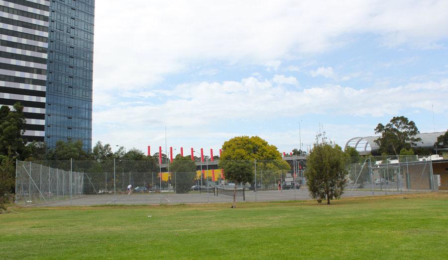 Теннисные корты перед домом